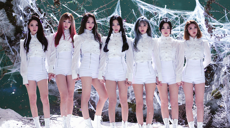 Dreamcatcher South Korean girl ground 7 members wearing white posing