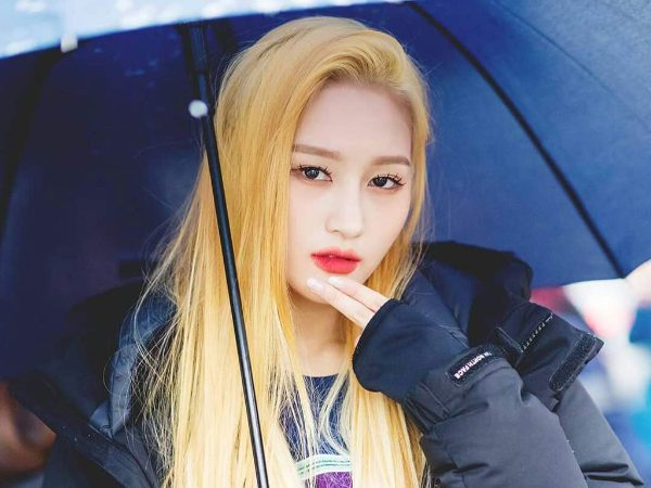 Siyeon from band Dreamcatcher gazing at camera holding umbrella